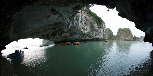The magnificent beauty of Cong La cave
