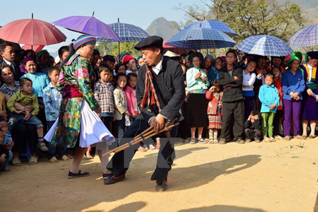 The Second Mong Ethnic Cultural Festival Held In October 2016