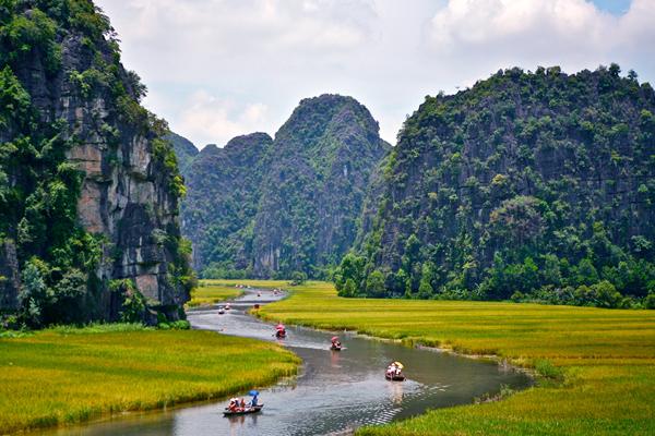 Boat trip in majestic scenery of Tam Coc, Ninh Binh
