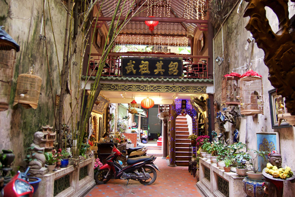Many places in Hanoi offer a delicious cup of coffee and space for mingle with local as a Hanoian