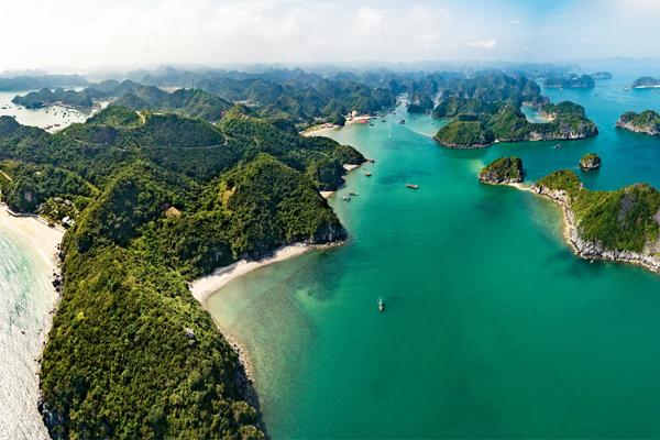 Panoramic view of Lan Ha Bay