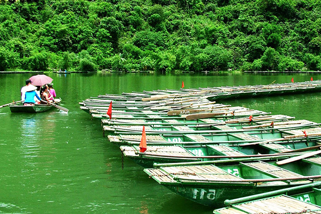 Boats lining up on the river of Trang An Landscape