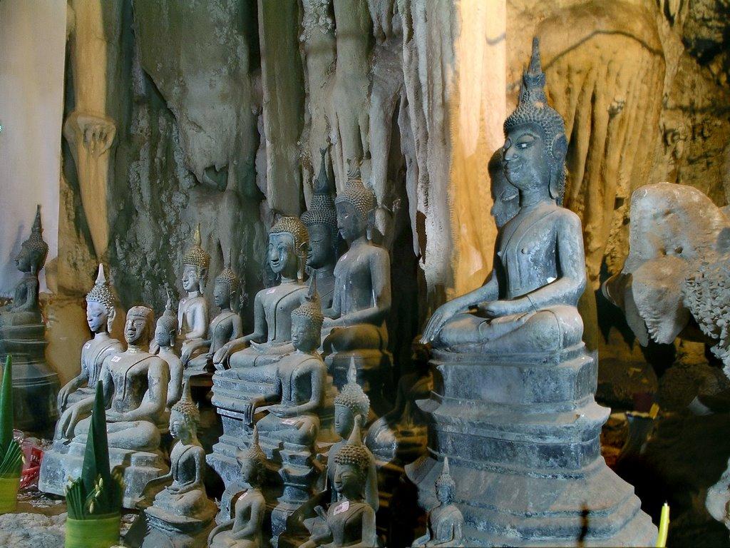 Buddhas in Tham Pha Fa - Buddha cave of Laos