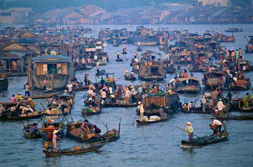 Concentration of small boats at the Cai Rang Floating market. Can Tho, Vietnam