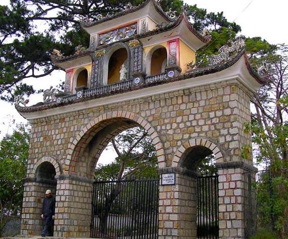 Entrance of Lam Ty Ni Pagoda in Dalat, Vietnam