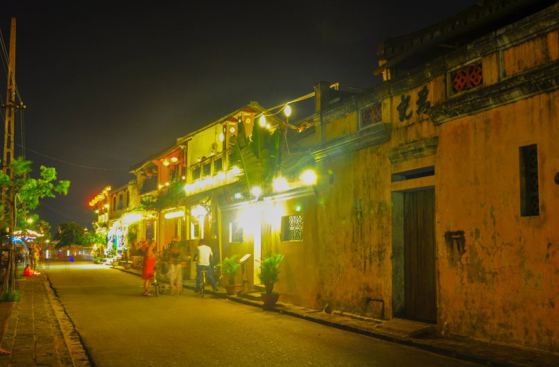 Even though this is very touristy town, some parts of it it is quiet, Hoian