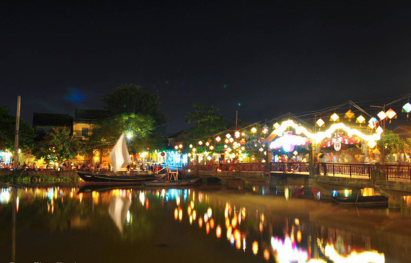 I like the reflections of the lights on the water, Hoian