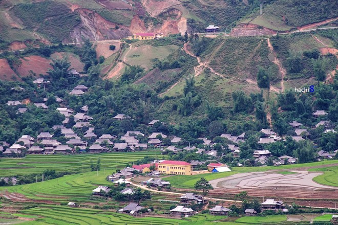 Lim Thai village featured with the typical Thai houses, situated close to the foot of Khau Pha Pass.