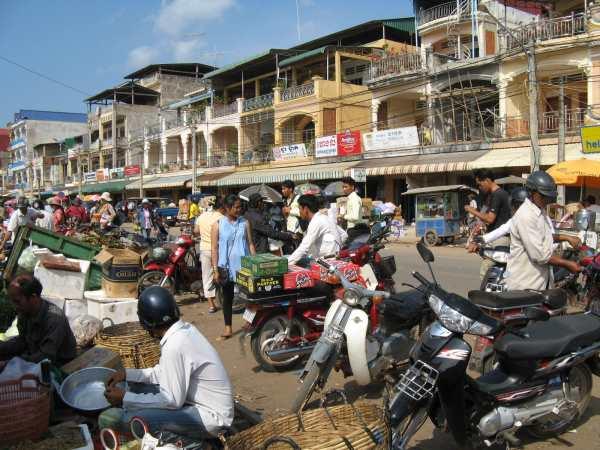 Main street of Kampot outside the market