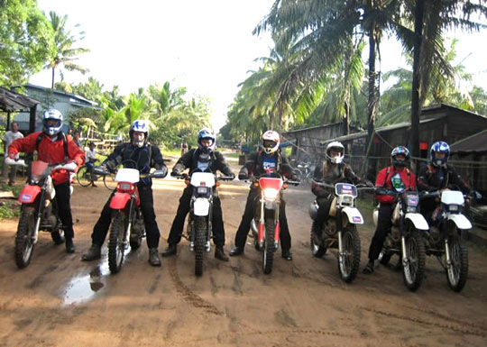 Motor-cycling in Kampot, Camboida