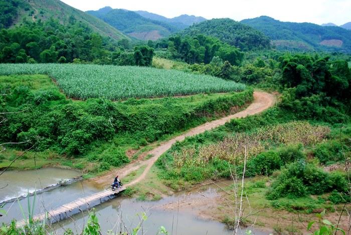 Motor-cycling through Ho Chi Minh trail of Vietnam