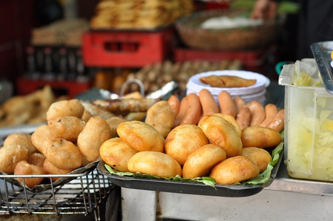Many kinds of Banh Ran Sold every corners in Hanoi