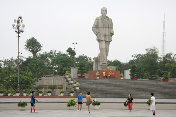 Statue of President Ho Chi Minh in Vinh City, Nghe An province
