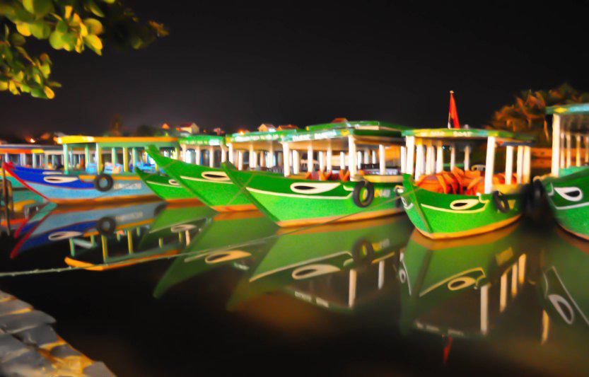 The boats docked up by the river in Hoi An