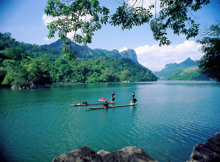 Boating in Ba Be lake