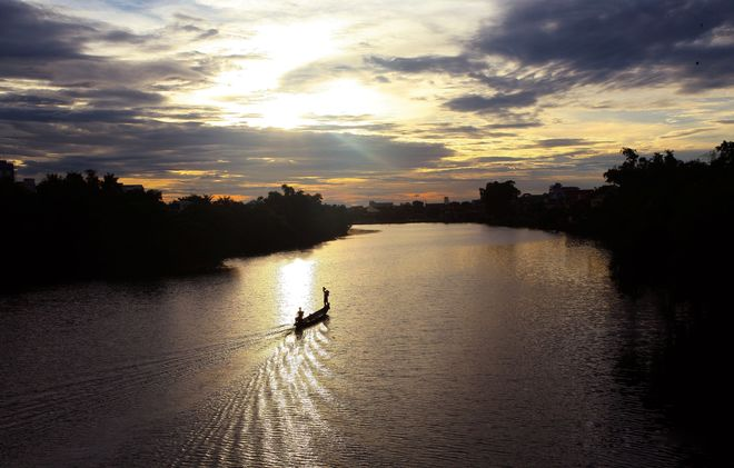 Nhu Y River is a small branch of Huong River in Hue City, which from northern of Hen islet and flows southeast of Vietnam. This is afternoon on the Nhu Y River.