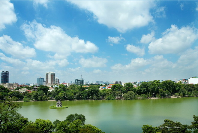 Hoan Kiem Lake is located between the Old connect with West neighborhood planning by the French more than a century ago by Bao Khanh, Church, Trang Thi, Hang Bai Dinh Tien Hoang, Trang Tien, Hang Khay, she Million