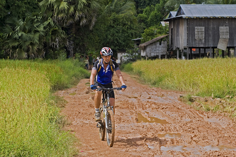 Overcome unique roads on bicycle trip in Vietnam-Cambodia border