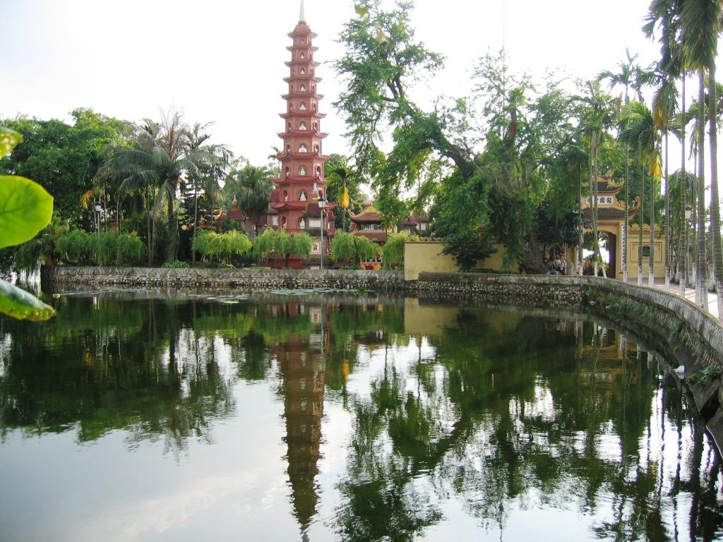 Tran Quoc pogoda in West Lake, Hanoi.