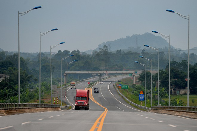 Due to the hilly terrain and many other factors, it is difficult for drivers to ensure arriving on-time as theory.