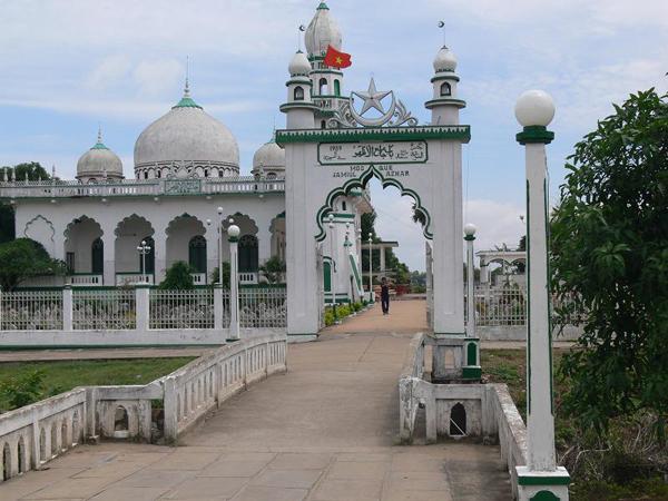 Chau Giang Mosque