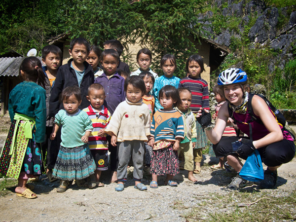 Travelers visit ethnic children in Northwest of Vietnam