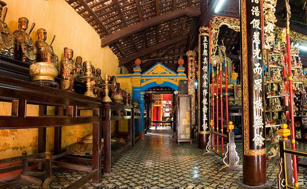 Inside Giac Vien Pagoda