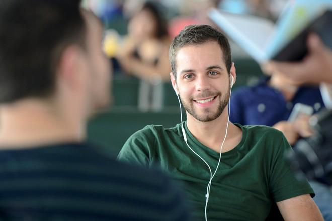 Daniel felt quite comfortable at Noi Bai Airport while waiting for the flight.