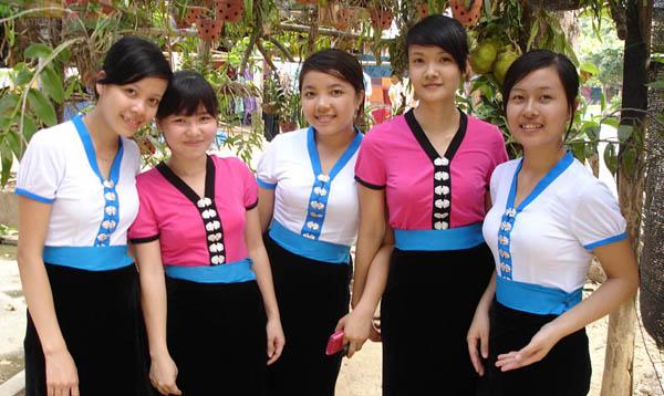 Thai girls in Mai Chau