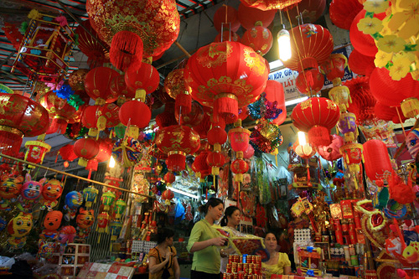 The big cities like Hanoi and Ho Chi Minh offer a great choices of shopping for your kids