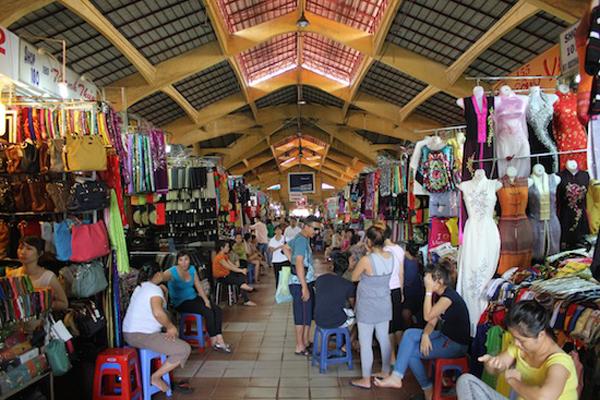 Travelers shopping in Ben Thanh market