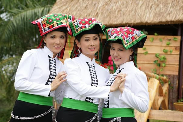 White Thai girls in Mai Chau