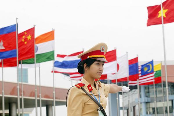 Vietnamese female police