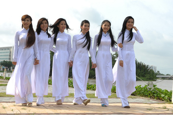 Vietnamese women in Ao Dai