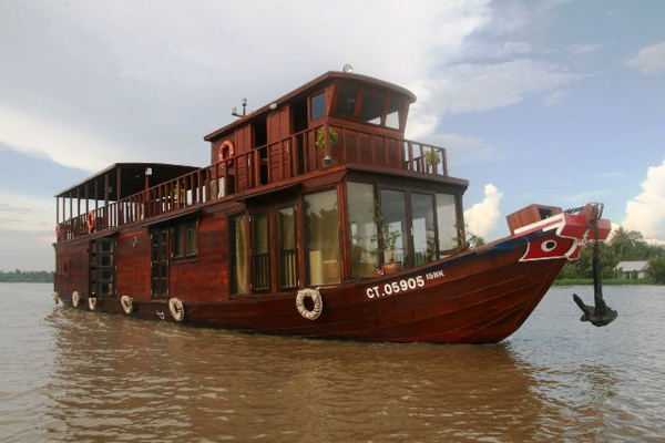 Boat to Vietnam ablot Mekong River