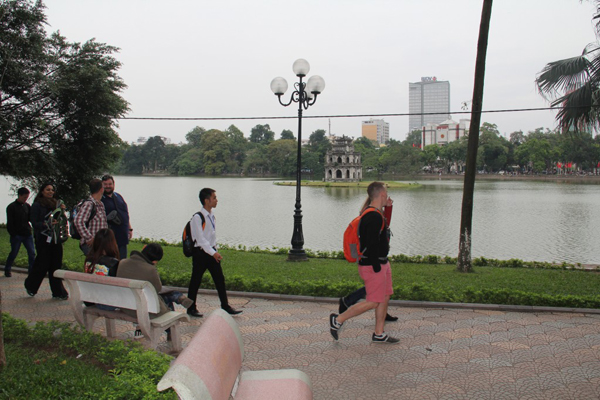 Wander around Hoan Kiem lake
