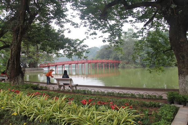 we walk down to Hoan Kiem lake where we can see many activities of local people