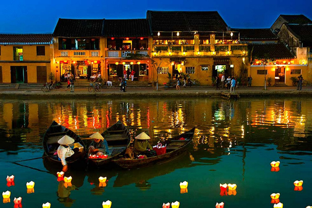 Going to Hoi An on the full moon