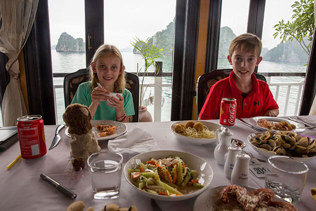 halong bay seafood lunch with kids