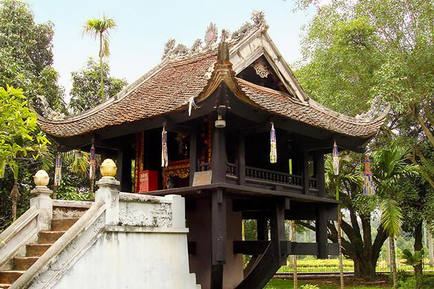 one pillar pagoda in hanoi in vietnam family tour