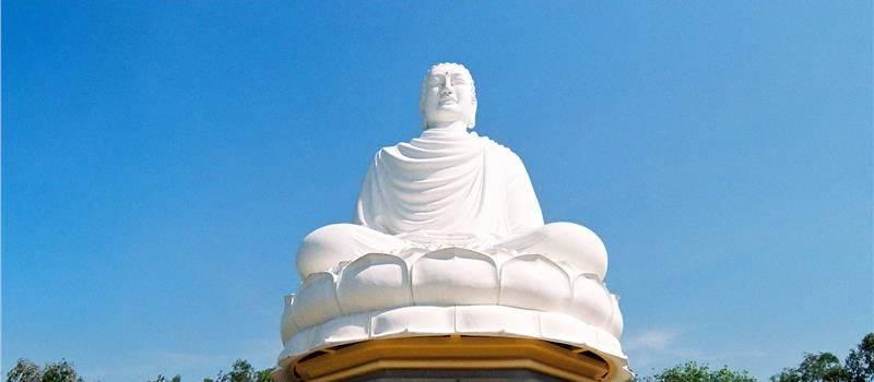 Buddha statue at the Long Son Pagoda nha trang