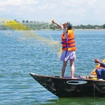 Casting-net and fishing in Hoi An