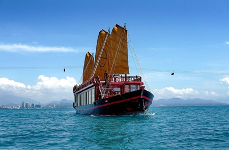 Luxury Day-Cruise with Emperor Cruise in Nha Trang – 1 Day