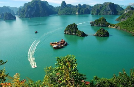 Hanoi – Halong Bay Tour by Helicopter – 1 Day