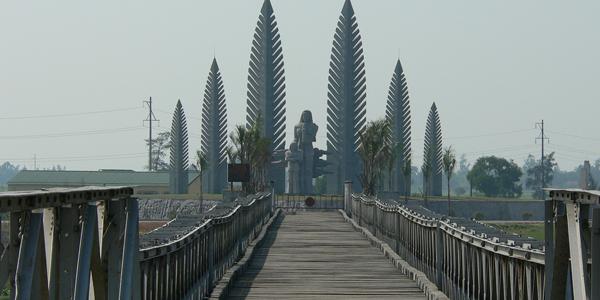 Hien Luong Bridge in former DMZ