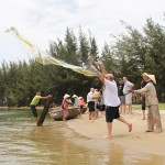 Join in local cast net in Hoi An