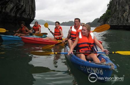 Preparing for kayaking in Halong bay