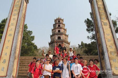School group at Thien Mu pagoda in Hue