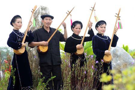 9 Day Adventure North - East Vietnam Tour: Ba Be Lake, Cao Bang, Lang Son, Halong Bay