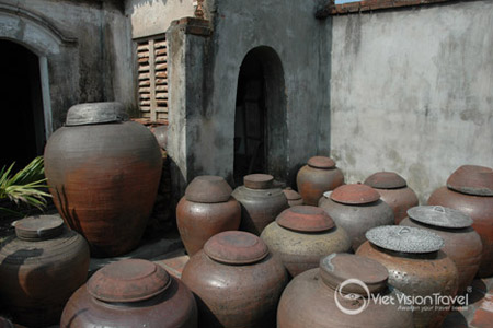 The jars for making soya sauce in Duong Lam village